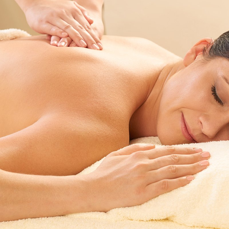 60-Min Deep Muscle Massage at The Fullerton Spa